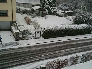 Schnee vor der Haustuer