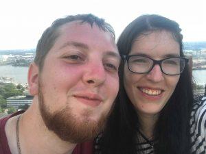 Linda und ich auf den Tanzenden Türmen