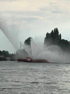 Feuerlöschboot im Hafen