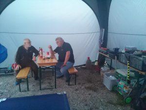 Essens- und Sozialzelt